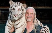 Sao Tiger king ngủ với... súng AK-47 vì nhận 50 lời dọa giết mỗi ngày