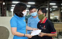 Bình Dương: Tặng quà cho công nhân khó khăn