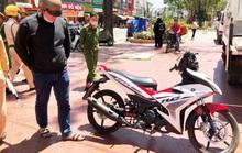 Hai thanh thiếu niên Đà Lạt đạp CSGT khi được yêu cầu dừng xe