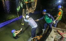 Cận cảnh công nhân thức đêm cải tạo bờ kè hồ Gươm bằng khối bêtông cốt sợi đúc sẵn