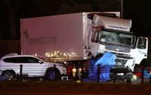 Đứng bắt xe chạy quá tốc độ, 4 cảnh sát bị tông chết