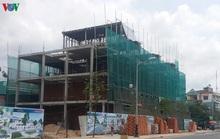 """Công trình xây dựng ở Hà Nội vẫn """"nằm im"""" chờ qua dịch bệnh"""