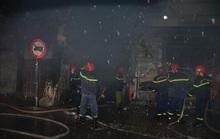 Hỏa hoạn lúc rạng sáng, 5 người trên tầng 2 nhảy qua nhà hàng xóm thoát thân