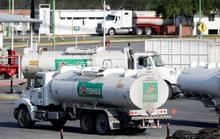 Giá dầu tiếp tục đối mặt sức ép