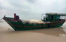 Chiếc tàu ma, nghi tàu cá Trung Quốc trôi dạt vào biển Quảng Bình
