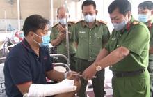 Cảnh sát cơ động bị dân buôn hung hãn đánh đến nhập viện