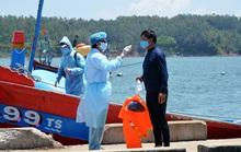 4/8 ngư dân bị tàu Trung Quốc đâm chìm ở Hoàng Sa về đến đất liền