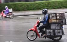 Người vận chuyển hoạt động nhộn nhịp trong ngày cách ly xã hội chống dịch Covid-19
