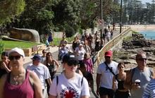 Hàng ngàn người tại điểm nóng Covid-19 ở Úc lại ra bãi biển vui chơi