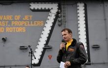 Hạm trưởng tàu sân bay Mỹ bị sa thải mắc Covid-19