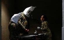 Covid-19: Quân đội Mỹ tự chế đồ che mặt, có gì dùng nấy