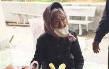 Cụ bà 98 tuổi mang 1 kg gạo, 50 quả trứng tới ủng hộ chống dịch Covid-19