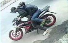 NÓNG: Công an tung người truy bắt 2 thanh niên dùng bình xịt hơi cay cướp tiệm vàng ở Bình Chánh