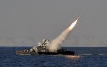 Chạy không kịp, tàu Iran bị tên lửa của phe mình bắn chìm