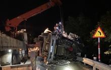 Tài xế và phụ xe chết kẹt trong cabin xe đầu kéo