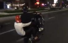 Bốc đầu xe máy để câu like, 2 thanh niên bị khởi tố