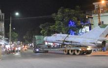 Xe tăng, máy bay... di dời khỏi kinh thành Huế như thế nào?