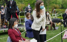 Covid-19: Bức xúc nữ phóng viên gốc Hoa, Tổng thống Trump bỏ ngang họp báo