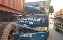 VIDEO: Xe tải lao thẳng vào đuôi container ở TP HCM