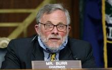 Bị FBI tịch thu điện thoại, Chủ tịch Ủy ban Tình báo Thượng viện Mỹ từ chức