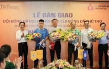 Bầu Hiển góp lực cho CLB đang chơi bóng ở Giải hạng Nhì quốc gia