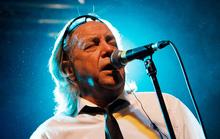 Ca sĩ Phil May qua đời do biến chứng sau tai nạn