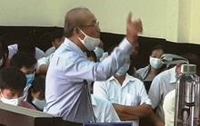 Clip: Bị cáo liên tục múa tay trước chủ tọa  phiên tòa