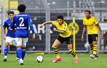 Dortmund: Tứ bề thọ địch Bundesliga
