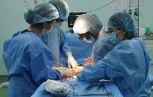 Một bé bị 6 vòng dây rốn quấn chặt cổ ra đời an toàn