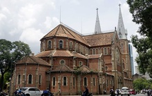 Báo Mỹ: Nhà thờ Đức Bà Sài Gòn, 1 trong 19 thánh đường đẹp nhất thế giới