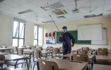 CLIP: Nhộn nhịp lau dọn, phun khử khuẩn để đón học sinh trở lại trường