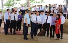 Thủ tướng tham quan bãi cọc Bạch Đằng mới phát hiện