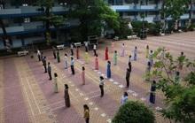 150.000 học sinh lớp 9, 12 của TP HCM náo nức trở lại trường