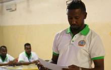 Sốc: Cựu cầu thủ Somalia bị bắn chết khi đang tụng kinh