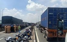 TP HCM: 11 ôtô tông nhau trên cầu, giao thông rối loạn