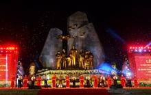 Thường trực Ban Bí Thư Trần Quốc Vượng dự Lễ khánh thành tượng đài Chủ tịch Hồ Chí Minh với nhân dân Quảng Bình