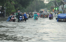 TP HCM mưa trên diện rộng, nhiều tuyến đường ngập sâu