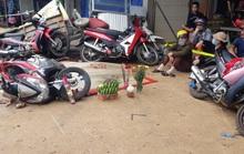 Sau tai nạn thảm khốc làm 5 người chết, dân vẫn vô tư chiếm quốc lộ để buôn bán