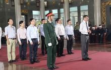 Hàng trăm đoàn đến viếng lễ tang ông Trần Quốc Hương