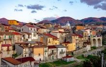 Bên trong ngôi làng tuyệt đẹp ở Italy, chỉ 30.000 đồng/căn nhà