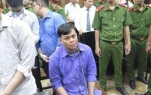 Phúc XO được dìu vào phòng xử và bị tuyên phạt 12 năm tù