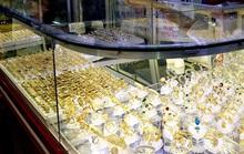 Thiếu nữ 17 tuổi làm liều tại tiệm vàng ở huyện Bình Chánh