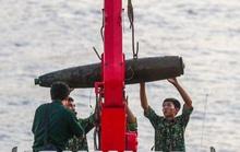 CLIP: Cận cảnh trục vớt quả bom 280 kg ở cầu Long Biên