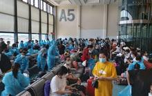 Sân bay Tân Sơn Nhất đón 343 người Việt bị mắc kẹt do dịch Covid-19 từ Đài Loan về nước