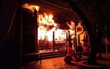 CLIP: Đền Quan Tam Lâm Du cháy rụi lúc nửa đêm