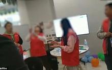 Bán hàng không đạt chỉ tiêu, nhân viên Trung Quốc bị phạt ăn sâu sống
