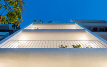 Ngôi nhà phố toàn màu trắng nổi bật ở TP HCM
