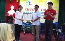 Quỹ Lawrence S. Ting trao tặng 250 chiếc xe lăn, xe lắc cho người khuyết tật