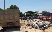 CLIP: Khoảnh khắc xe hổ vồ đè bẹp xe con làm 3 người chết, 1 người bị thương
