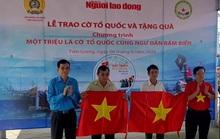 Trao 2.000 lá cờ Tổ quốc và quà cho ngư dân Tiền Giang